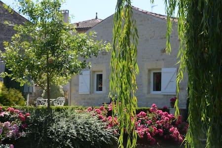 Gîte de charme dans un écrin de verdure - Saint-Hilaire-de-Villefranche
