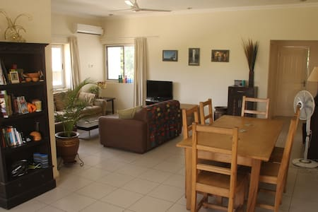 Sunny, spacious, homely flat in Osu - Appartement