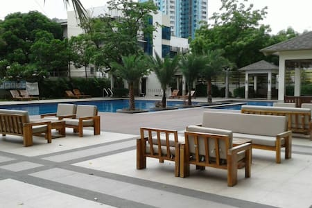 Studio Condo Unit near LRT Station & Bus Terminals - Wohnung
