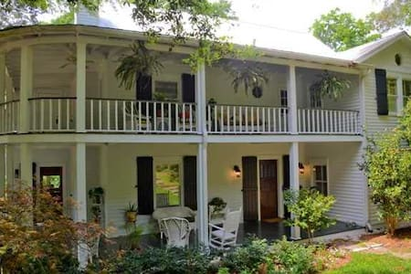 Experience Southern Charm on Mobile Bay - Fairhope
