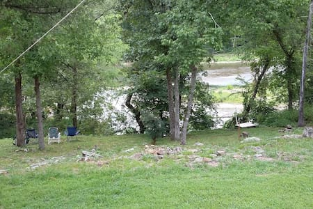 Secluded River Cottage with Private River Access - Tahlequah - Appartement