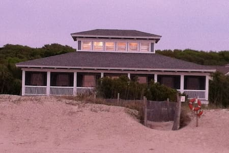 OCEAN FRONT TIMBERFRAME HOUSE - Casa