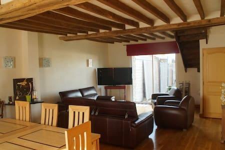 Grande Maison pour la famille proche de Laval - Hus