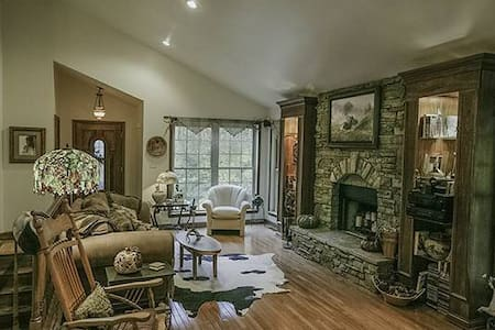 Beautiful,secluded artist home - Brooks