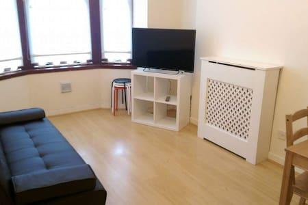 Scotstoun 1-Bedroom Apartment - Apartamento