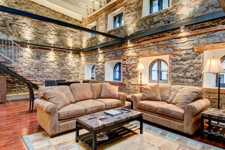 Old Port Montreal, historic loft - Loft