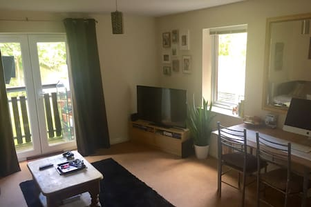 Apartment/flat just outside city centre quite/safe - Huoneisto