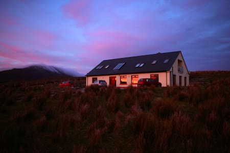 1 x Double ensuite room (red) - Achill - Hus