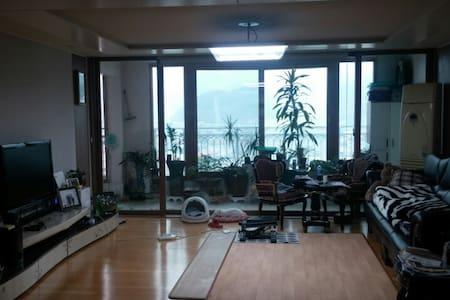 일반가정용 50평형 아파트임^. 넓게 공간확보가 되고 편리합니다 - Flat
