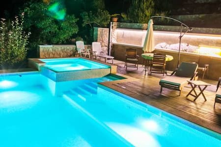 VILLA MIOLIN - SWIMMING POOL, FREE INTERNET - Apartment
