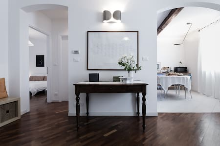 Casa Maltoni, luminous apartment in charming road - Apartment