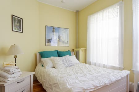 Cozy & Airy Room in Coolidge Corner - Brookline - Apartment