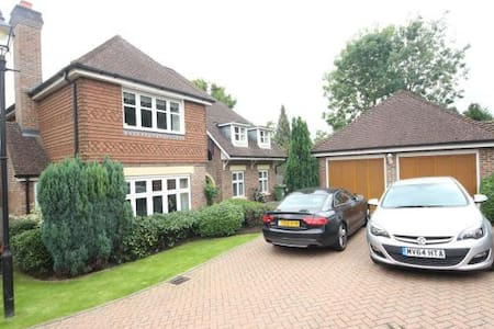 Modern 4 bed house in private gated development - Banstead