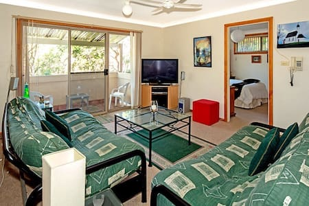 Private room in home among treetops - Kirrawee
