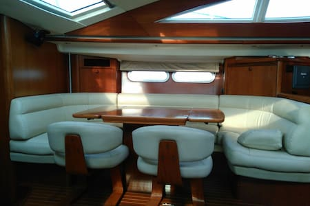 54 foot 3BR Luxury Yacht Mumbai Harbour - Mumbai - Boat