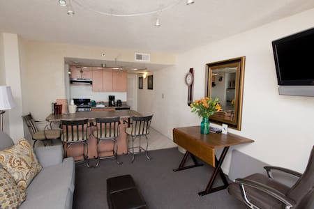 This an oceanfront condo with 1 bedroom (2 queen beds), 1 full bath, full kitchen, and a nice living room that is facing the ocean.