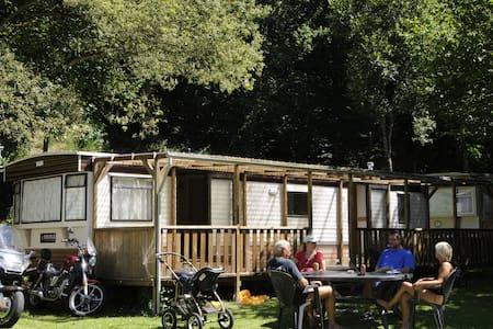 Wohnmobil auf Camping Kautenbach - Autocaravana