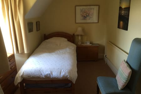 Single bedroom with trundle bed for one/two people - Bed & Breakfast