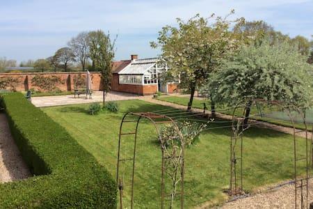 The Coachman's Cottage - Derbyshire
