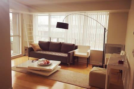 Stylish modern condo Sheppard Yonge - Lyxvåning