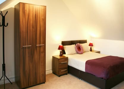 *Luxurious Double Room in Cedar Crescent Watford* - Bushey