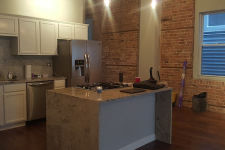 Loft space with exposed brick! - Chicago - Loft