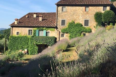 Unique Hilltop Tuscan Villa - Bagni di Lucca - Villa