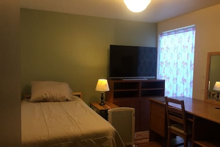 Bedroom w/Private Bath, Conveniently Located House - 默瑟岛(Mercer Island) - 独立屋