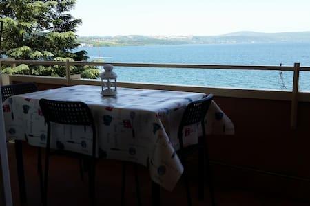 studio romantique, vue sur le lac - Appartement