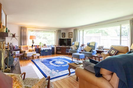 Private home in quiet neighborhood. - Lakewood - House