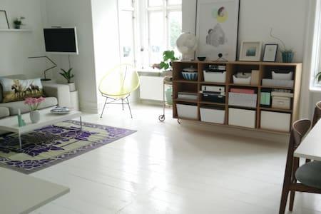 Cosy light apartment - super location - Frederiksberg - Lejlighed