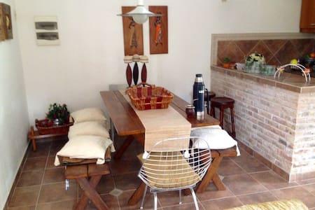 Casa a 2 cuadras de la playa, a 13km de Atlántida - Hus