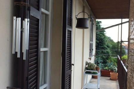 Stanza privata in appartamento - Borgomanero
