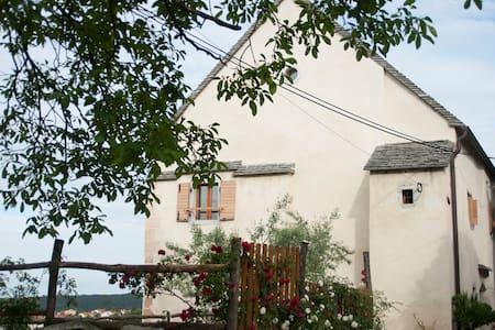 Charming apartments Štanjel views - Štanjel - Huoneisto