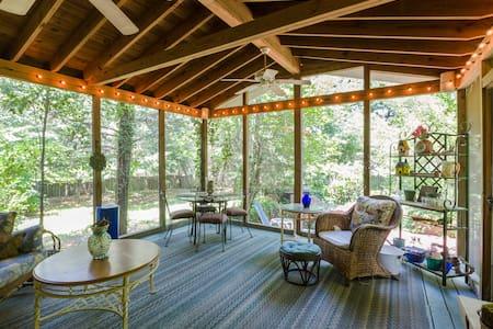 Jungle Room - Wilmington - House