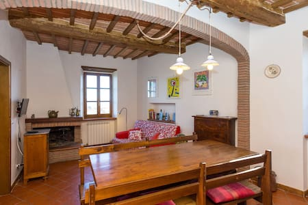 The flat is in the historic centre of Panicale, top flat with stunning view over Trasimeno Lake and Tuscany. Totally refurbished. Charming atmosphere.