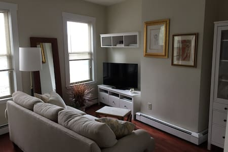 Sunny One Bedroom with Office & High Ceilings - Cambridge - Apartment