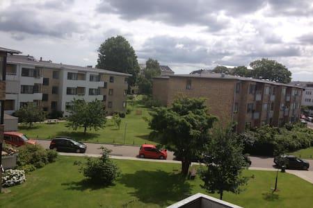 Quiet big bedroom with sunny morning balcony - Apartamento