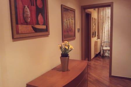 App centrale con terrazzo e con tutti i comfort - Apartment