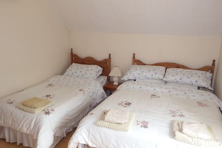 Family Room. Sleeps 3 people en-suite - Bed & Breakfast