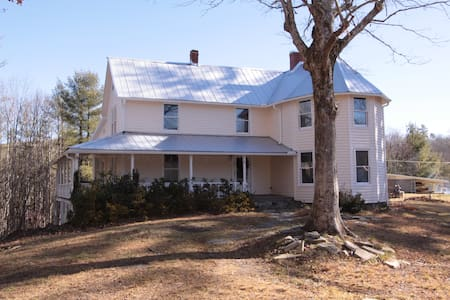 Completely renovated historic Wiseman House - Linville Falls - Casa