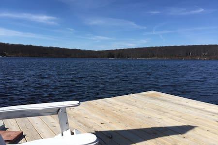Georgia's Lake House springfed lake - Hus