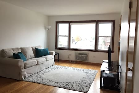 Cute 2 Bed 1 Bath Condo W Parking - Oak Lawn