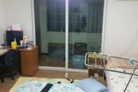 혼자살기엔 넓고 둘이자면 딱 좋을만한 방 - Apartmen