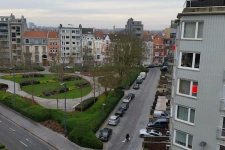Welkom op Petit Paris! - Oostende - Kondominium