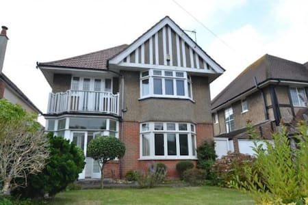 Newly renovated 1920s home near clifftop and beach - Bournemouth