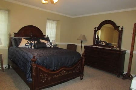 Historic B&B in the Amana Colonies (#8) - Bed & Breakfast