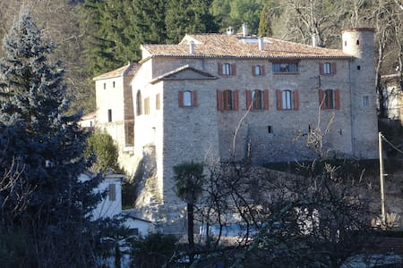 Chambre d'hôtes au Château de la Favède - Schloss