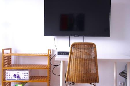 STUDIO WITH BALCONY - NORTH MARAIS - Paris - Apartment