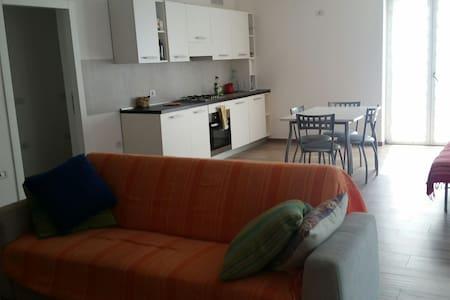 Stanza privata,cucina-bagno comuni - Lejlighed